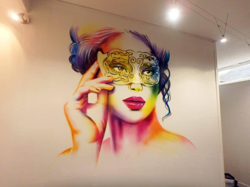 Portrait graffit masque vénitien